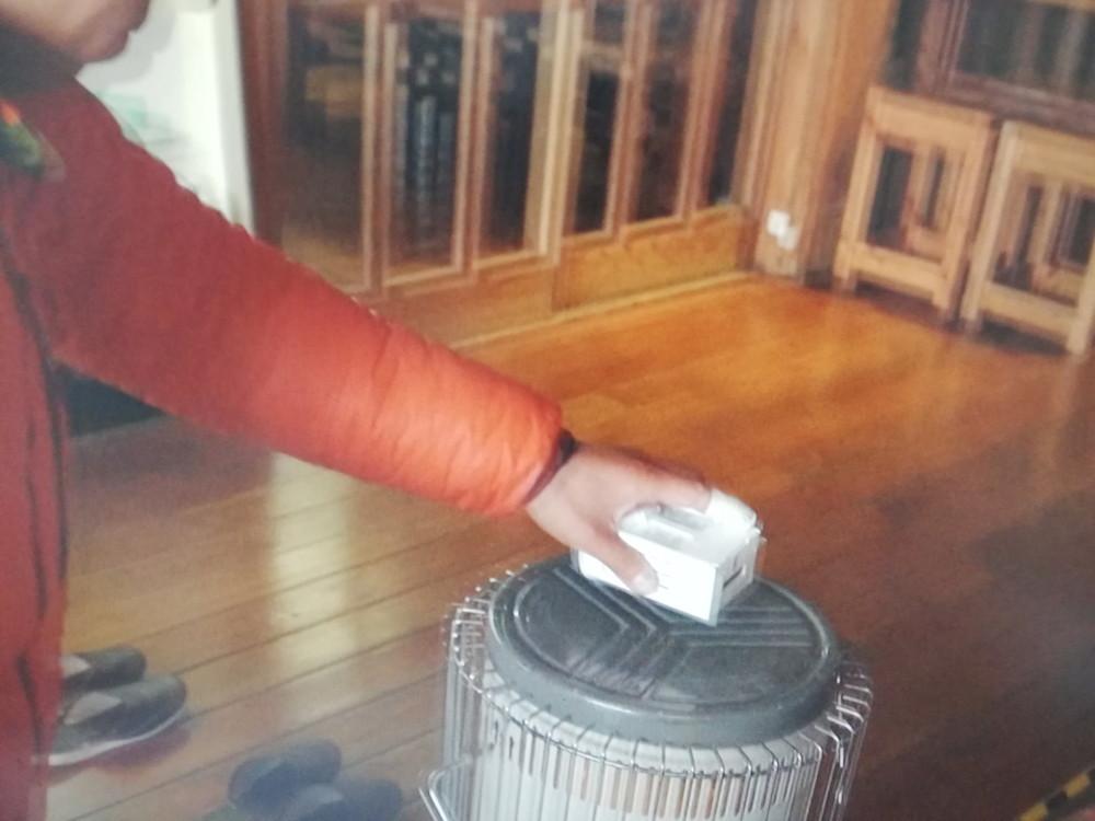 バッテリーをストーブで暖める